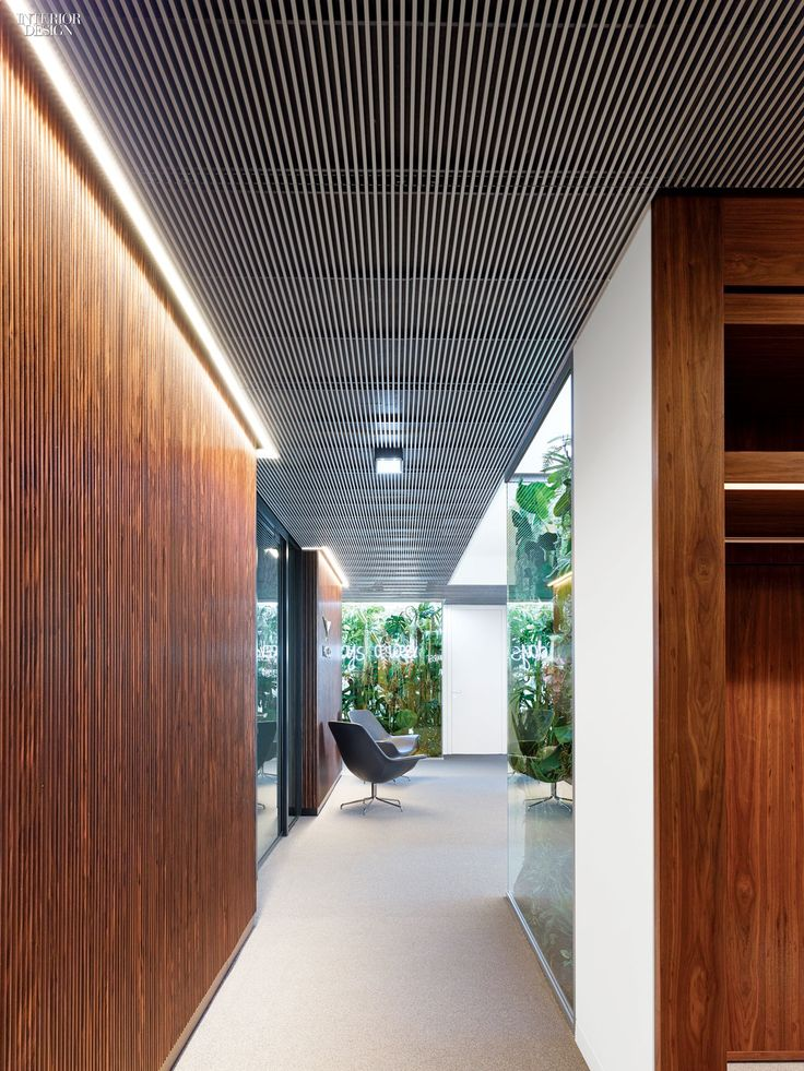 lofty ambitions ippolito fleitz transforms a frankfurt office tower offices frankfurt and towers. Black Bedroom Furniture Sets. Home Design Ideas