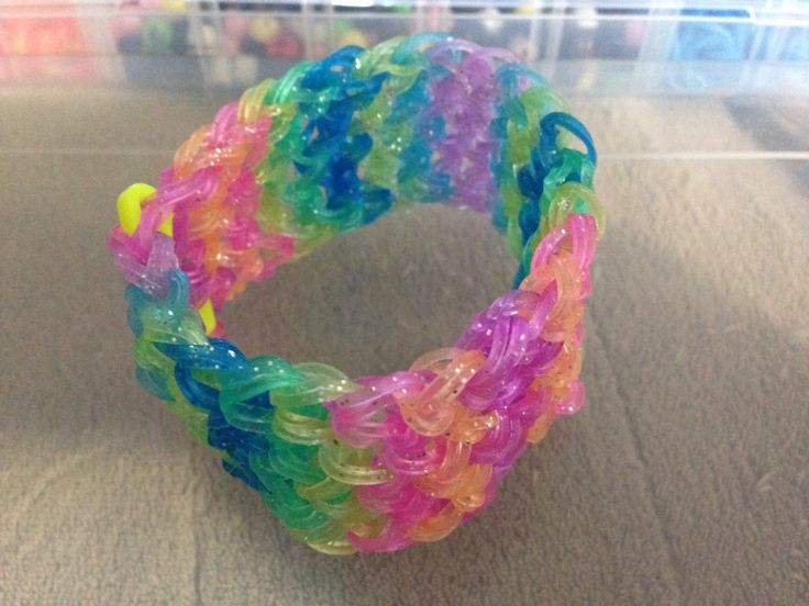 Rainbow loom: dragon scale pattern using two rubber bands to create a tighter pattern...