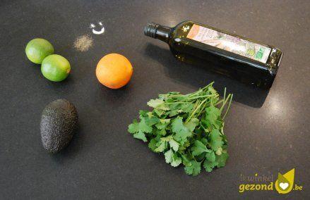 Ingrediënten voor romige en gezonde avocado en koriander dressing