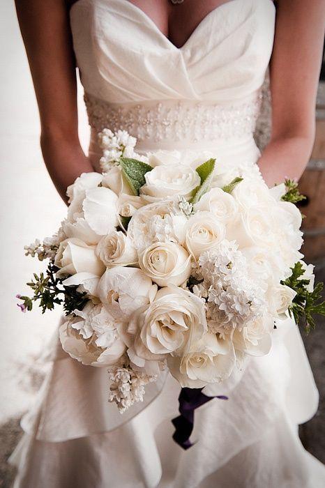 Beautiful white bouquet Lifevents côte d'azur wedding planner, Organise votre mariage! Le blog de la mariée by Lifevents