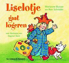 Liselotje gaat logeren Omschrijving Prinses Liselotje mag bij opa en oma logeren en dat lijkt haar vader zo leuk, dat hij met haar meegaat. Oblong prentenboek met gekleurde tekeningen in forse lijnen en tekst op rijm.