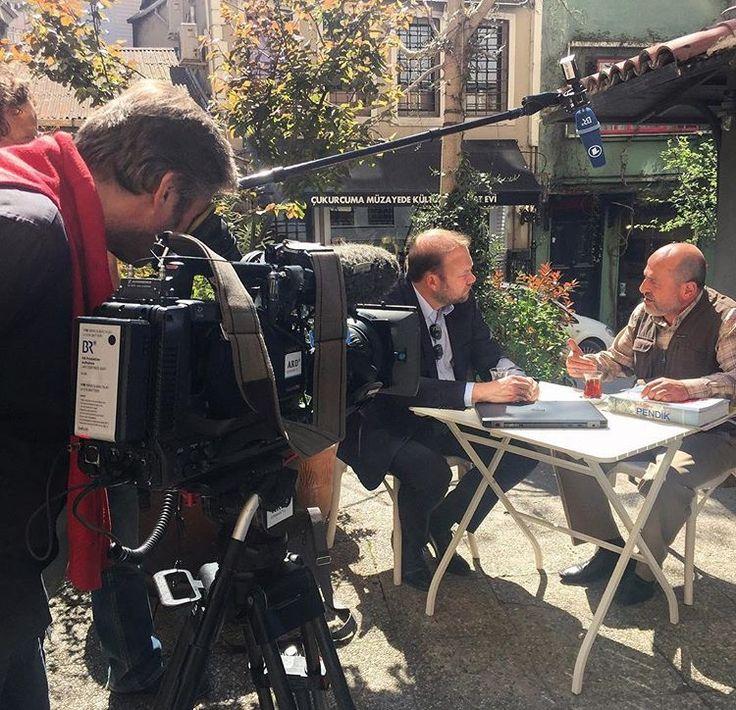 Bayerische Rundfunk Alman TV kanalı Faik Pasha Kafe de çekim yapıyor.#cukurcuma #cihangir #faikpashacafe #germantv