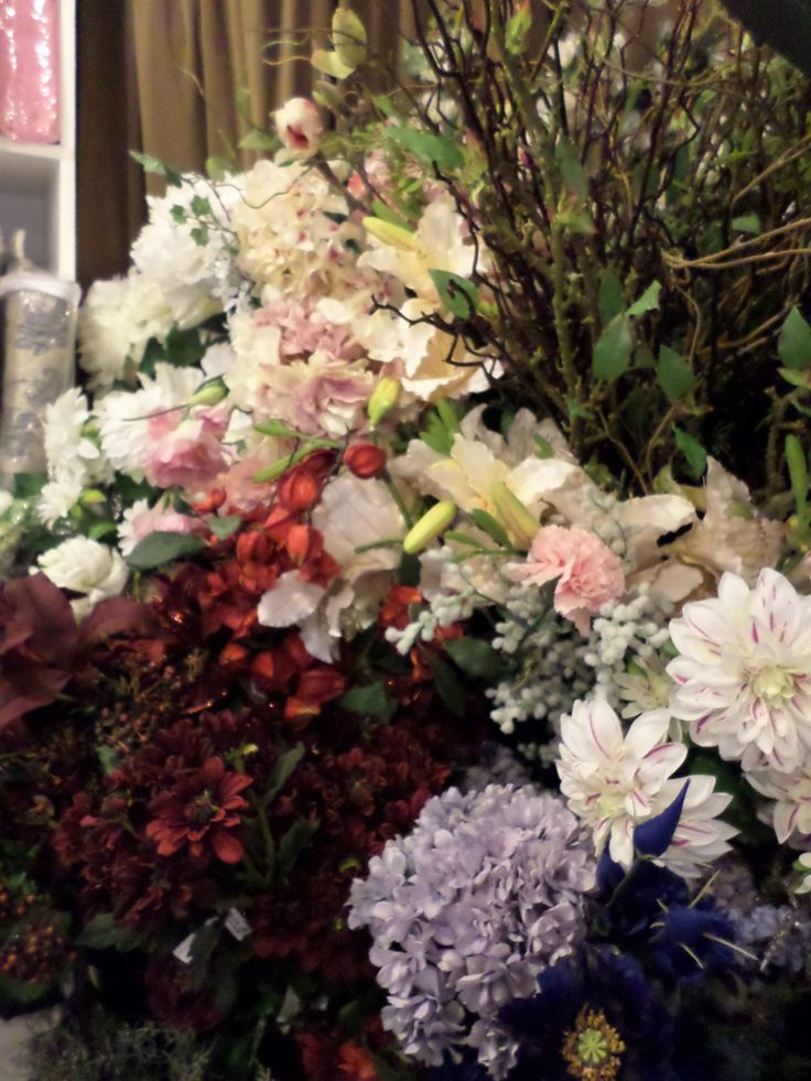 Realistic flower display the French Hen NZ