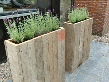 Paisagismo do jardim com móveis de paletes de madeira