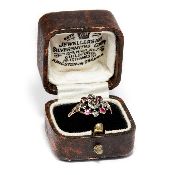 Der Luxus des Ancien Regime - Wundervoller Rokoko-Ring mit Diamanten & Rubinen, um 1780 von Hofer Antikschmuck aus Berlin // #hoferantikschmuck #antik #schmuck #Ringe #antique #jewellery #jewelry // www.hofer-antikschmuck.de