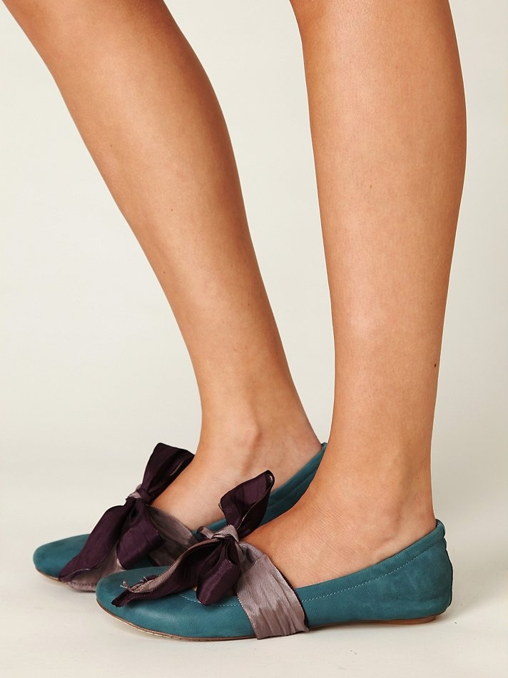 jeffery campbell flats- awesome colors and I love the bow wrapping around the shoe! #flats #shoes #bows