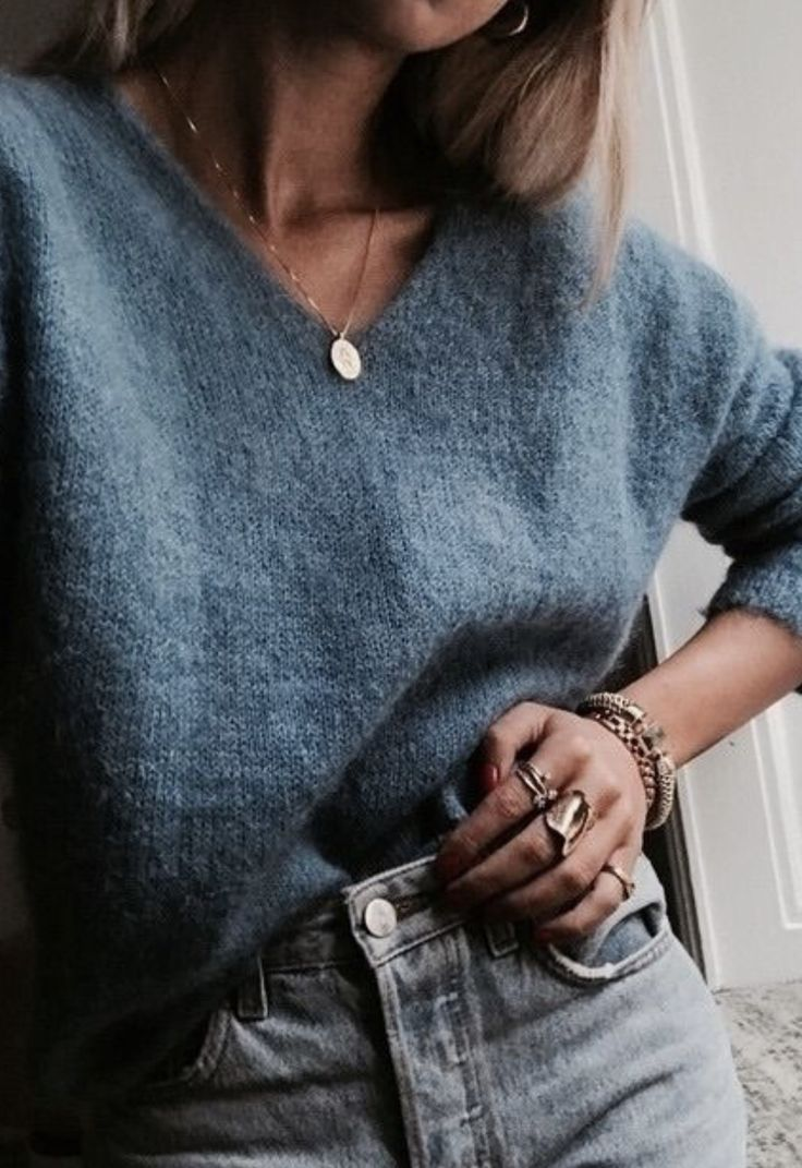 Amazing V neck sweater + gold coin necklace + high waisted jeans | womens everyday comfy…