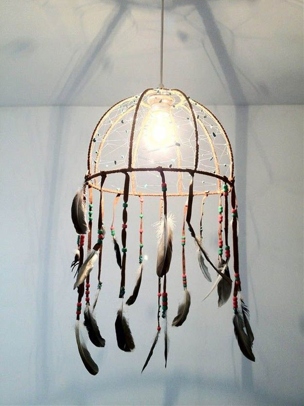 DIY Dreamcatcher Lamp | DIY dreammcatcher | Ideas & Inspiration, see more at http://diyready.com/diy-dreamcatcher-ideas-instructions-inspiration