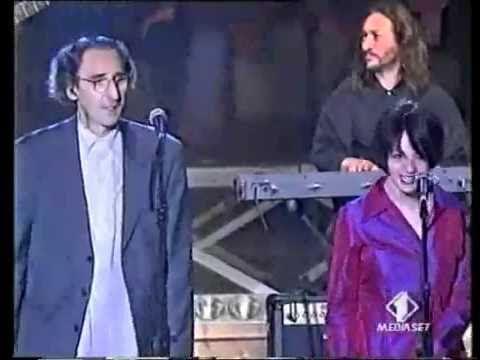 ▶ Battiato e Carmen Consoli - Strani giorni (live) [www.keepvid.com].mp4 - YouTube