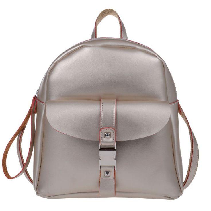 ΤΣΑΝΤΑ PIERRO 00173 ΧΡΥΣΟ  Τσάντα πλάτης με εξωτερικό μπροστινό τσεπάκι,  διακοσμητική κλειδαριά και πίσω τσέπη με φερμουάρ.  Ύψος29  Πλάτος27