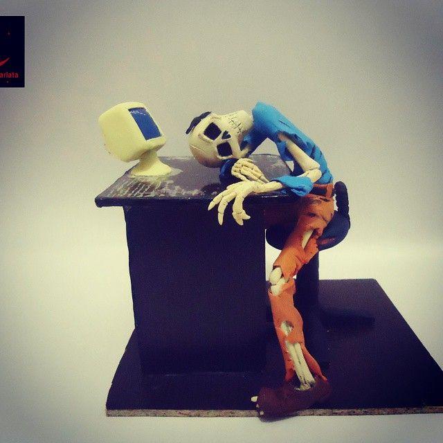 No tengo un título para este trabajo que hice al año pasado 2014. Fue un trabajo que le di apertura a mi página Creciente Escarlata. #Sculpt #grave #geekdead #restinpeace #handmade #modelismo #figure  #art #funny #skull #skeleton #grandeza #creative #mcallenartsl #support_artists22 #crecienteescarlata #discovery_arts