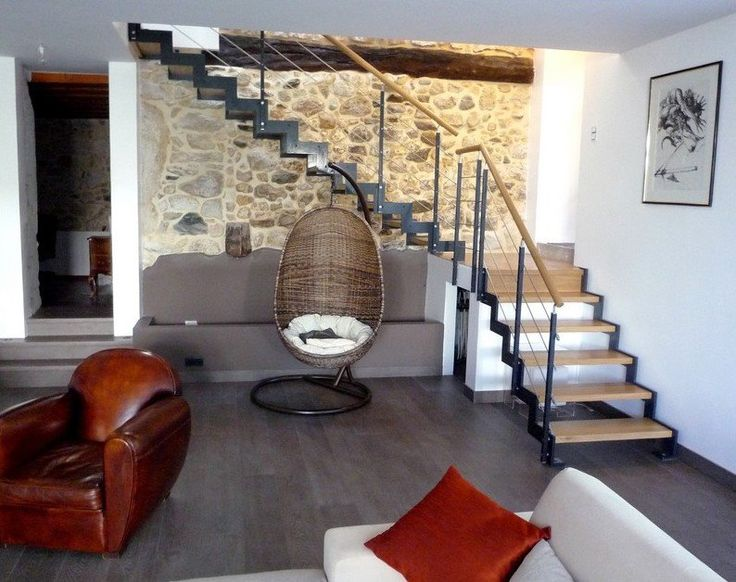 Escalier metallique ferro escaliers design limon m tal cr maill re ascen - Escalier milieu de piece ...