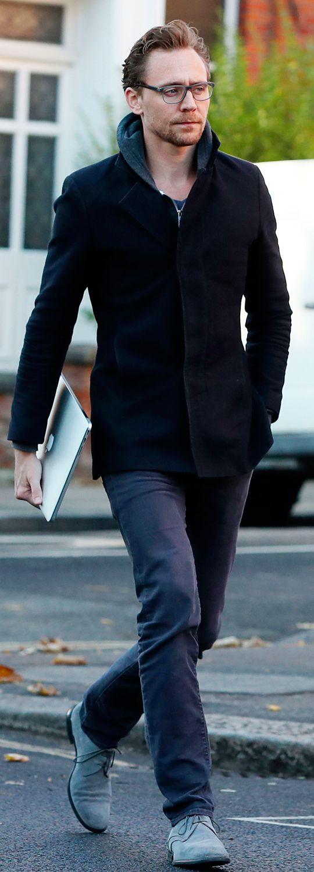 Tom Hiddleston spotted in London on November 30, 2016. Full size image: http://ww4.sinaimg.cn/large/6e14d388gw1faakfwvx53j22pu42skjl.jpg Source: Torrilla