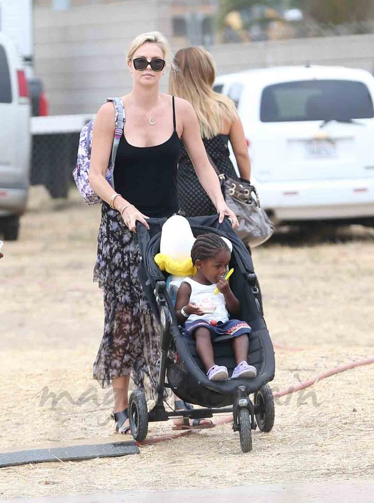 Charlize Theron, una mamá de cine