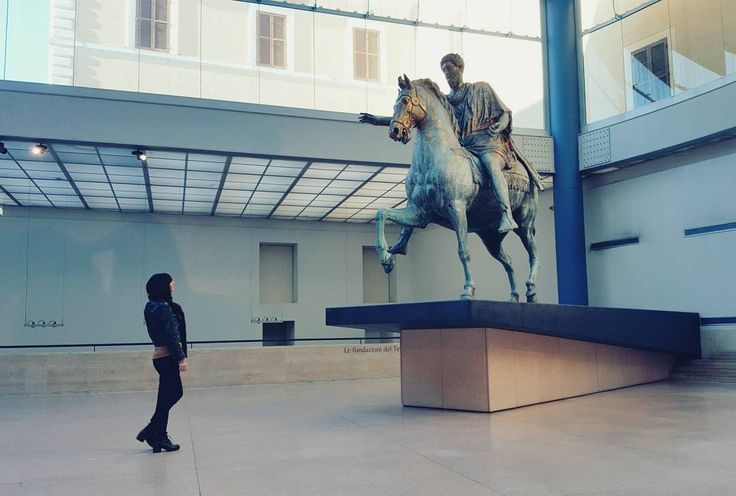 """""""Roma non è una città come le altre. È un grande museo un salotto da attraversare in punta di piedi"""". {Alberto Sordi}"""