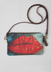 The Kiss Clutch: What a beautiful product!