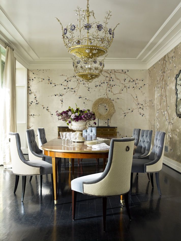 A French Chandelier And De Gournay Plum Blossom Wallpaper Give The Dining Room Shimmery Glamour Interior Design By Hillary Thomas Jeff Lincoln