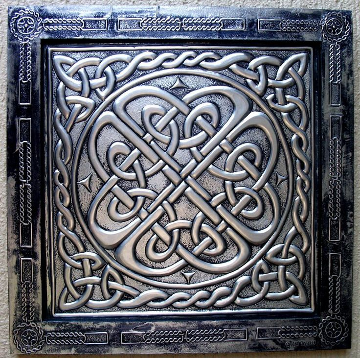 Artwork produced in metal embossing technique with theme in Celtic art. The work was performed on aluminum-sized 50x50cm.