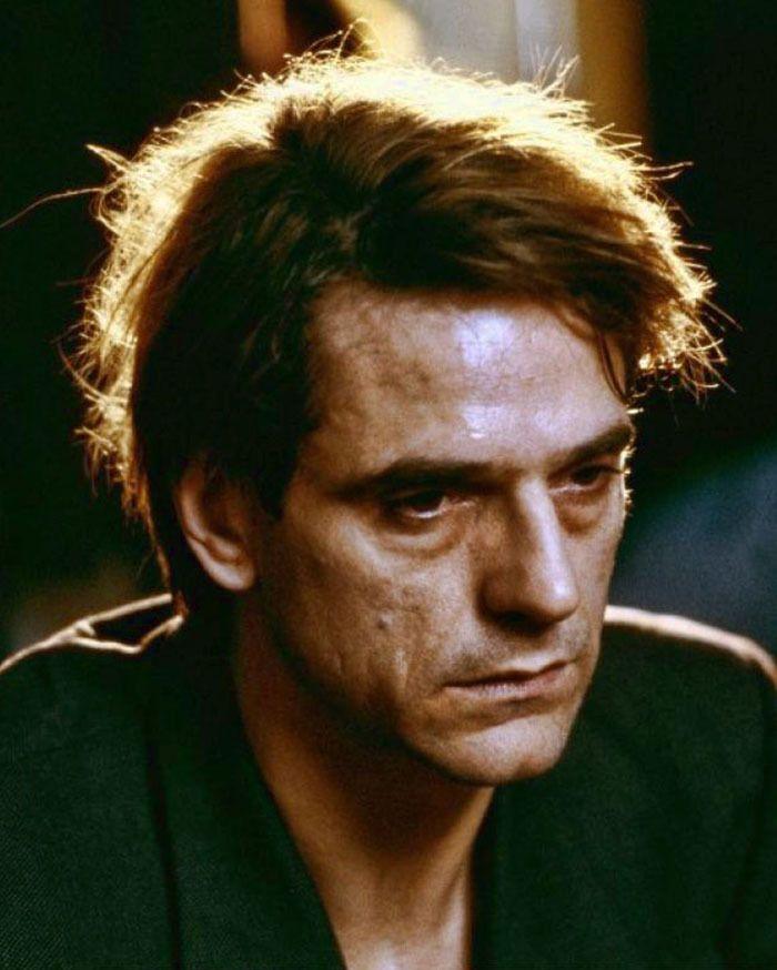 "Jeremy Irons en ""Inseparables"" (Dead Ringers), 1988"