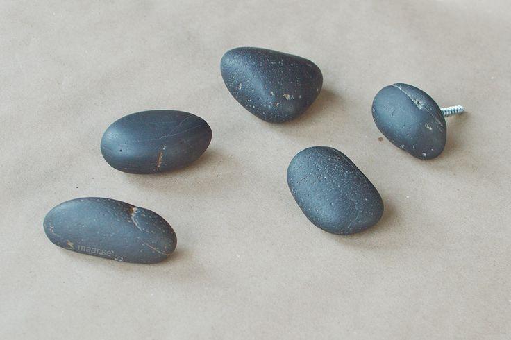 Крючки для одежды из натурального камня. Камни крючки. Мебельная ручка - галька. Stone hook. Stone furniture handle.