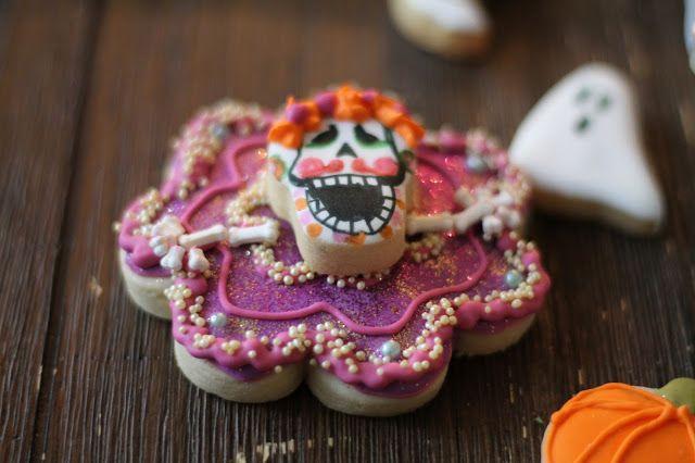 Estas buscando inspiration para tu disfraz de Catrina?  Esta galleta de Catrina te pondra a bailar antes de que te vayas a la fiesta/ Catrina Cookies by www.milgrageas.blogspot.com