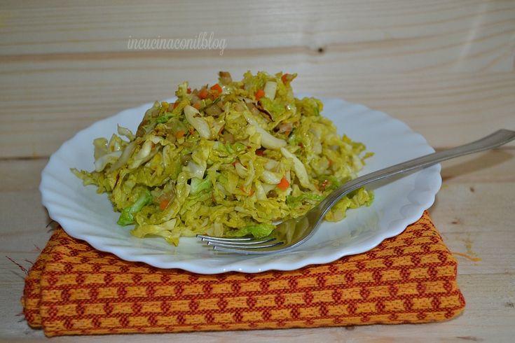 La verdura nella mia cucina non manca mai. Oggi anzichè preparare un'insalata fresca di verza, mi è venuta un'idea, per renderla meno piccante, ho deciso d