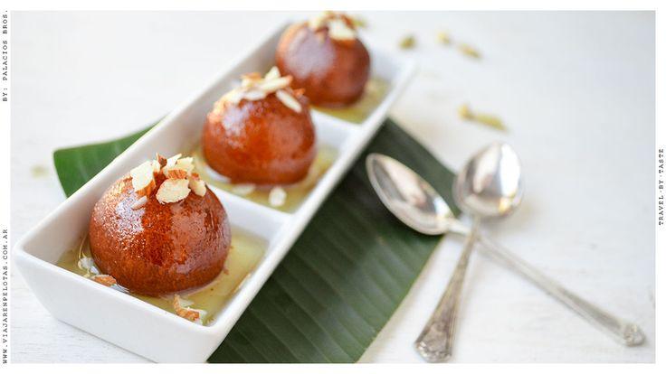 Gulab Jamun.. uno de nuestros dulces favoritos.. hiper aromático y sabroso.. y por suerte no es tan difícil de hacer!  >> Receta en el blog :)