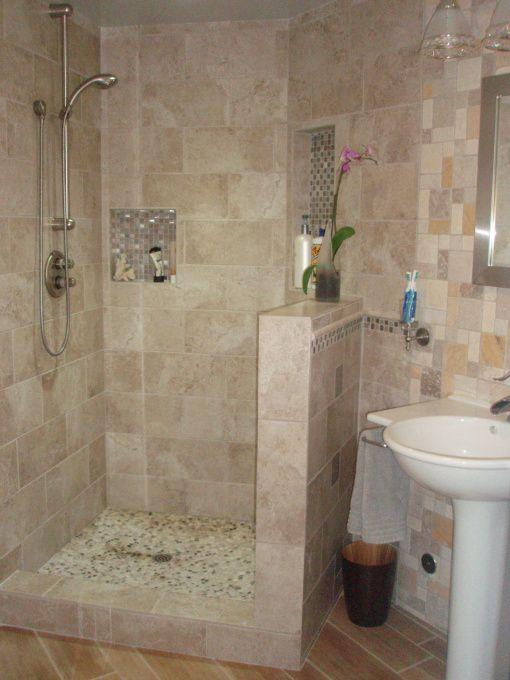 Small Master Bath, 8 1/2 x 7' Master Retreat, 4'x4' shower ...