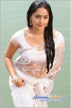 Tamil Actress Anushka Photos