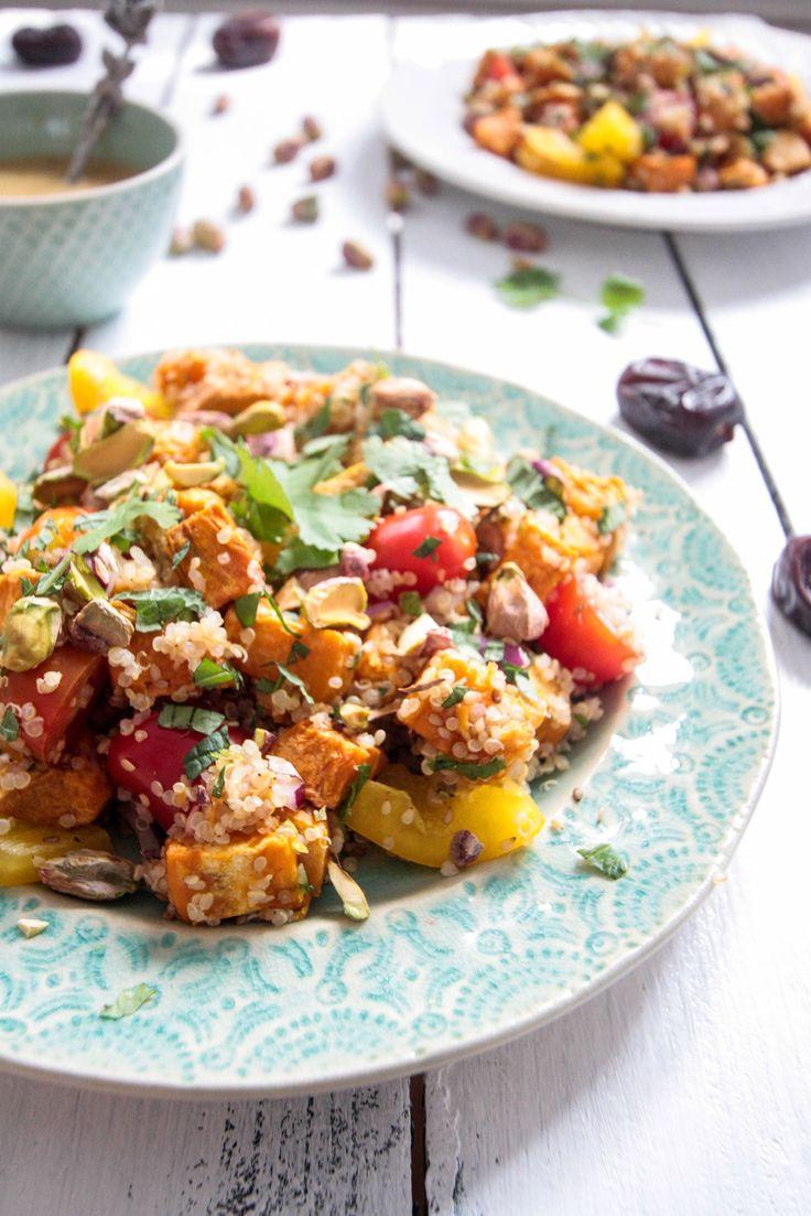 Sesam-Süßkartoffel-Quinoa Salat mit Pistazien und Dattel-Dijon-Dressing