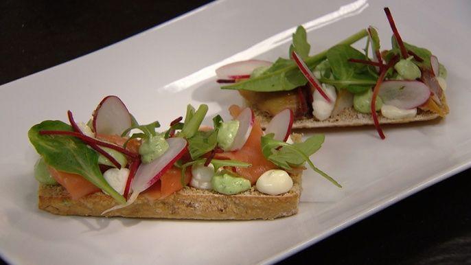 167_zalm-makreelbroodje_met_trio_van_veldsla_rode_biet_en_rucola_incl_tip