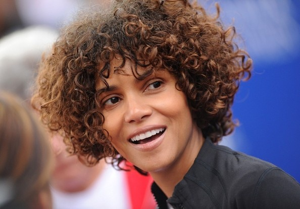 Halle!!!!!!! love the weave.: Curly Weaves, Hair Celebrities, Natural Hair, Biracial Hair, Hair Care, Halle Berry, Berries