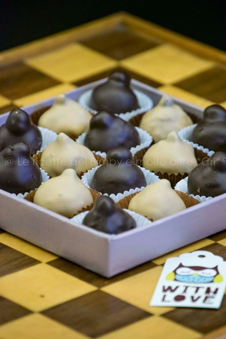 Quando ho letto il post  della sfida di febbraio non nascondo che ho sussultato dalla gioia !  Amo i dolci , amo i cioccolatini e tra q...