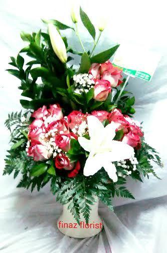Toko Bunga Murah, Jual Bunga Meja 24. Toko Bunga Finaz adalah toko bunga Jakarta sekaligus penyedia bunga segar pilihan untuk menjadikan segala ungkapan perasaan Anda lebih berkesan dan istimewa. Toko Bunga Murah memberi kesempatan untuk Anda untuk menghadirkan kejutan bagi orang terkasih dan relasi bisnis Anda. Ungkapan cinta, kasih sayang, ucapan selamat atas kesuksessan, kelahiran, pernikahan bahkan rasa simpati dan duka cita Anda. Dengan karya kami ini ungkapan Anda akan lebih berkesan…