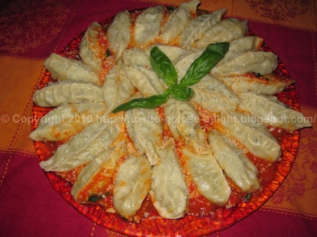 Sardinian Culurgiones. Pasta parcels filled with potato, pecorino and fresh chopped mint.. Delicious!!