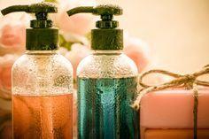Les gels douche du commerce contiennent beaucoup de produits toxiques pour le corps ainsi que pour l'environnement. Fabriquer votre propre gel douche à partir d'ingrédients naturels est la meilleure alternative parce que même les gel douche bio contiennent des composés chimiques. Le savon d'Alep s'utilise pour toutes les parties du corps et est fabriqué à …