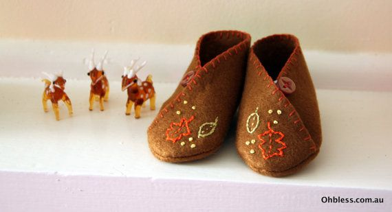 Felt baby booties baby shoes hand embroidered. by OhBless on Etsy