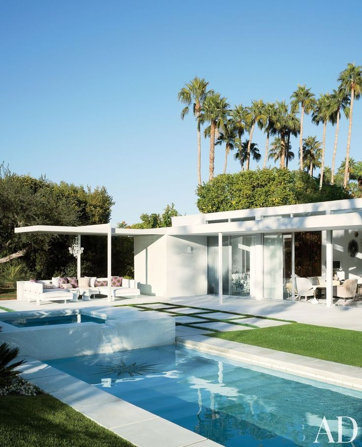 Modern Pool by Emily Summers Design Associates and o2 Architecture in Indian Wells, California