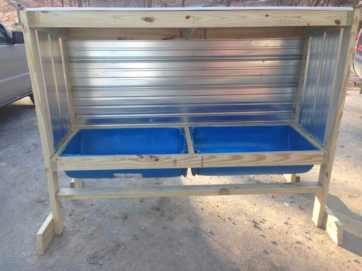 how to build a wooden cattle feeder