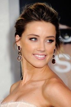 Amber Heard Height, Weight, Bra Size, Measurements. Natural Hair Color