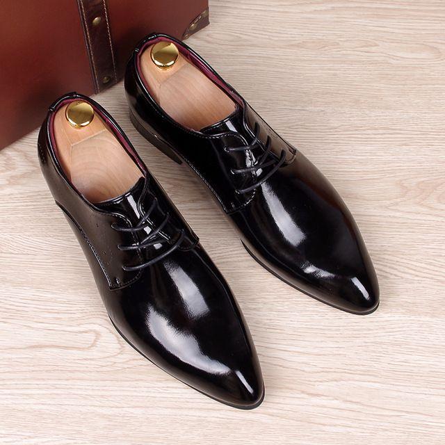 48eeae18a3 De casamento dos homens de negócios vestido de trabalho brilhante genuine  leather shoes ponto toe sapato oxford lace up Coreano moda homem Zapatos  Hombres ...