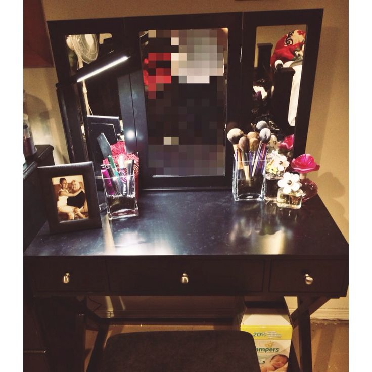 Makeup vanity set up ideas pinterest makeup vanity for Cute makeup vanity