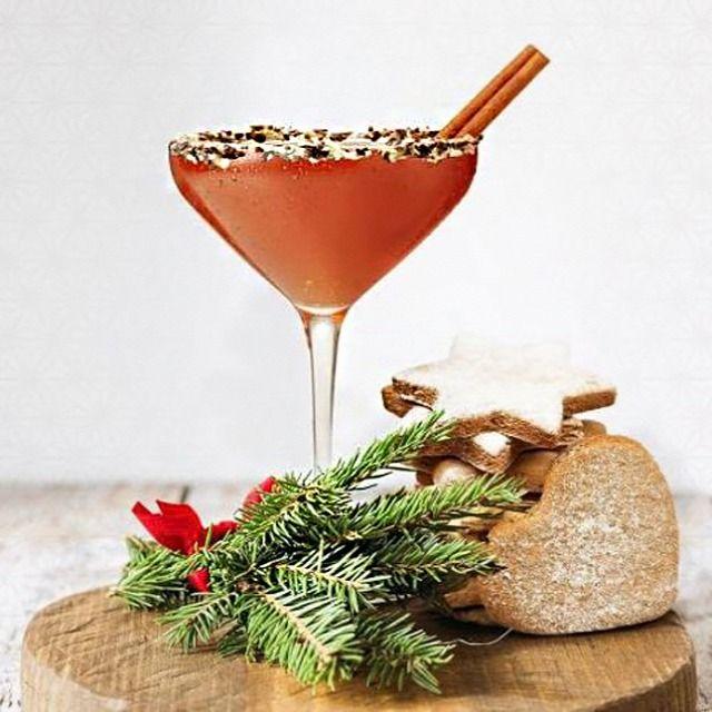 Idén karácsonykor lepd meg valami igazán különlegessel a vendégeidet, készíts nekik hamisítatlan ünnepi ízvilágú koktélokat. A következőkben öt olyan karácsonyi koktélreceptet gyűjtöttünk össze, amelyek között a kezdő és a haladó wannabe mixerek is találhatnak kedvükre