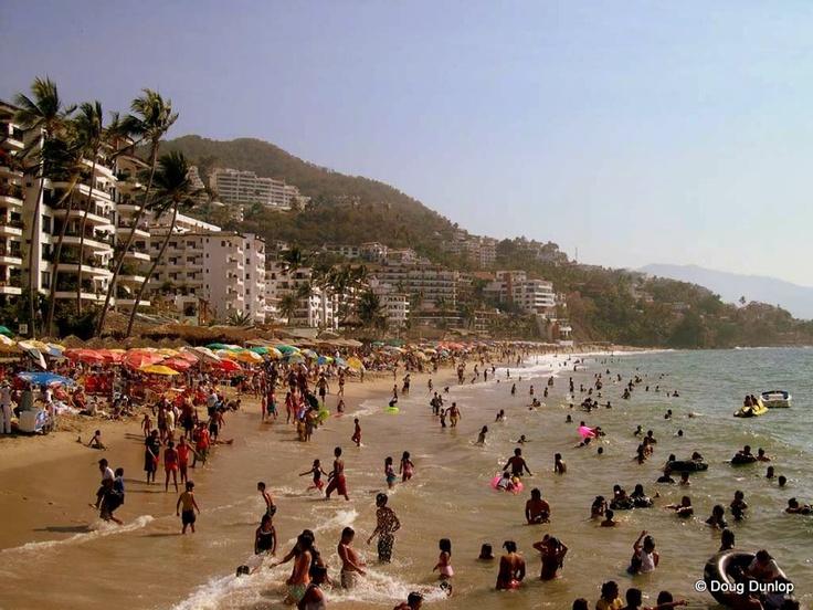Playa Los Muertos, la más popular de Puerto Vallarta / Los Muertos Beach, the most popular in Puerto Vallarta.    Más: http://www.puertovallarta.net/espanol/que-hacer/el-pulpito-las-pilitas-puerto-vallarta.php    More: http://www.puertovallarta.net/what_to_do/el-pulpito-las-pilitas-puerto-vallarta.php  #vallarta #mexico #beach #puertovallarta
