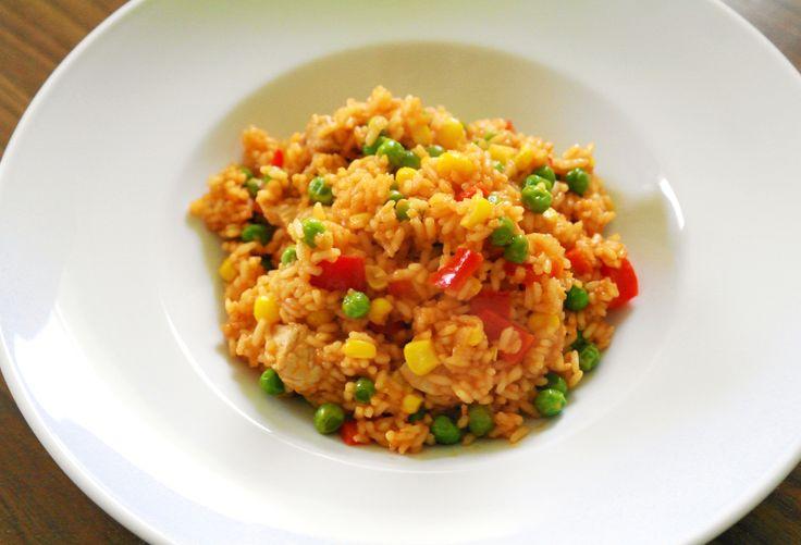 Eine kroatische Reispfanne braucht wenig Zeit, ist sehr pikant und stellt eine köstliche Hauptmahlzeit dar.