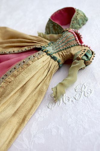 Beautiful doll dress for inspiration for a full scale. Wow.