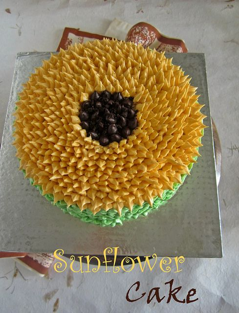 Decorating Sunflower Cake