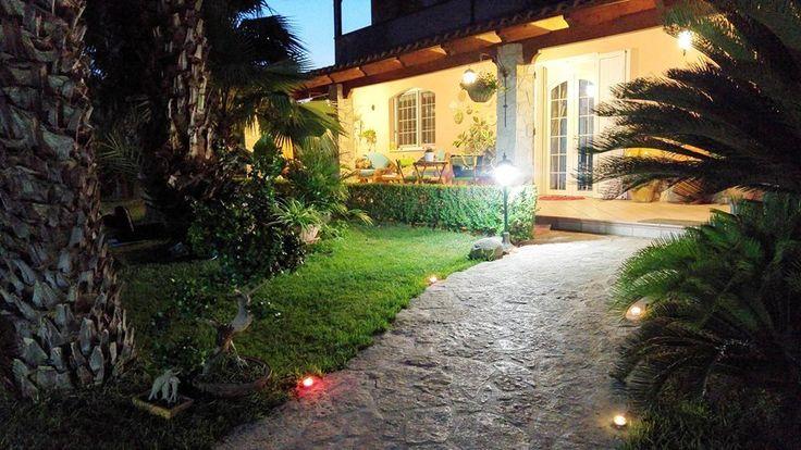 """I """"Massaggi sotto le stelle"""" sono l'occasione giusta per riequilibrare mente e corpo a diretto contatto con la natura ed il buon cibo pugliese.. Leggi cosa abbiamo organizzato al favoloso B&B """"Il Giardino delle Jacarande"""" di Talsano: http://www.madeintaranto.org/massaggi-le-stelle-al-bb-giardino-della-jacarande/  #Mediterraneotour #Mediterraneo #Taranto #Puglia #Weareinpuglia #turismo #cittàdavivere #citywiew #Italy #Madeinitaly #Visitpuglia #Mediterranean…"""
