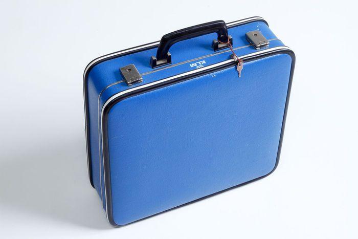 Vintage KLM stewardessen koffertje in de kleur blauw. Inclusief de twee sleuteltjes!