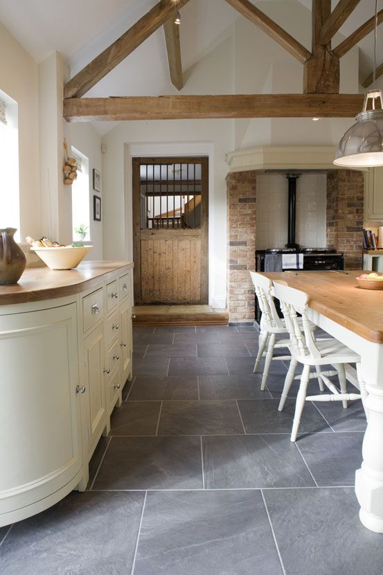 A classic kitchen & for similar flooring try Gris Riven Slate | Mandarin Stone